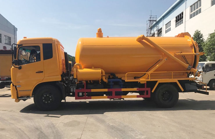 Suction Sewage Tanker 09