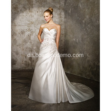 A-line Sweetheart Cathedral Train Satin Criss-Cross Beading Bryllupskjole