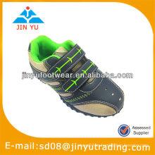 Zapatos baratos del deporte del aire de los muchachos