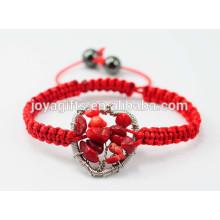 Новое прибытие Дерево жизни Природный красный коралловый чип сплетенный форме сердца браслет с красным шнуром