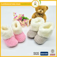 2015 Heiße Verkaufs-handgemachte Baby-Winter-Häkelarbeit-Baby-Schuhe