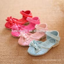 Различные цветные сандалии пятки девушок плоские с сандалиями детей bowtie