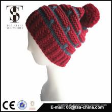 Günstige kundenspezifische Design warm Winter Hut mit Ball auf der Oberseite