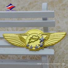 Projete seu próprio emblema de estrela de asa de ouro com um pino seguro