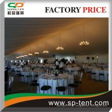 600 Personnes Marquise de banquet Tentes avec des toiles de plafond plissées intérieures décorées intérieurement et des rideaux latéraux