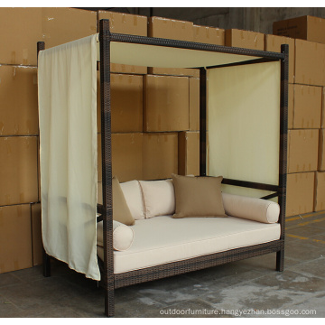Rattan Outdoor Lounge Garden Bed With Canopy