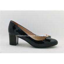 Chaussure en cuir féminin à la mode