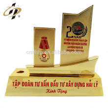 Trophée professionnel de forme de bateau de livre en métal de cadeau de retour bon marché professionnel