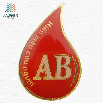 Pino de emblema conhecido feito sob encomenda da cola Epoxy do esmalte do vermelho feito sob encomenda do metal do logotipo para a promoção