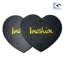 Etiqueta de encargo de alta calidad de la caída del papel de la ropa de la forma del corazón del logotipo de la fábrica de China