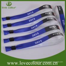 Pulseras de satén de tela de poliéster personalizado con cerradura deslizante de tubo de plástico para el evento