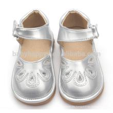 Sandalias lindas de los niños de los zapatos chillones del bebé divertido al por mayor