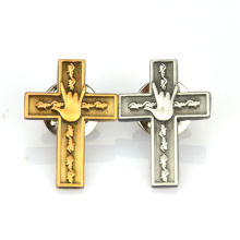 Fábrica de producción personalizada chapado en oro antiguo de plata logo 3D cruz pin de solapa