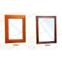 Espejo de madera para el cuarto de baño con final angustiante