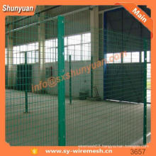 black galvanized wire mesh fence