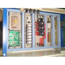 La caja de control del ascensor de mercancías