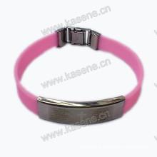 Elegante pulseira de borracha brilhante para homens com cruz de aço inoxidável