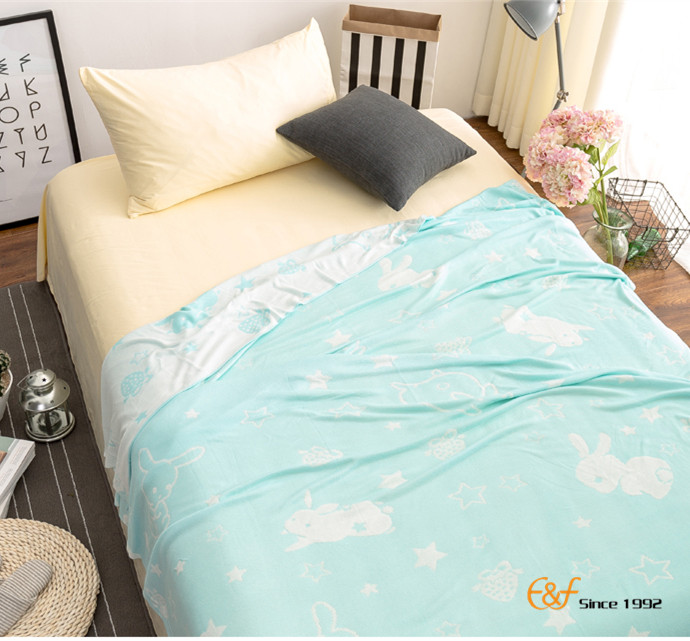 China Supplier Bamboo Fiber Household Super Cool Soft Summer Air Conditioning Blanket For Adults And Kids