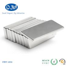Imán de bloque permanente Recubrimiento de níquel magnetizado a través del espesor
