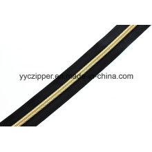 Nylon cremallera de cadena larga con dientes de oro para prendas de vestir