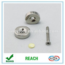 Nickel plated Magnet mit Schraubloch