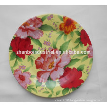 Round dinner plates with flower decal