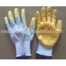 Перчатки с вырезом