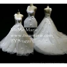 Los últimos patrones de vestido formal sirena una línea de Sweetheart uno debe Appliqued vestido de novia de encaje con flores hechas a mano de color