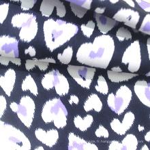 Tissu de vêtements de bébé en tricot de coton 100% imprimé par coeur de style moderne pour pyjamas