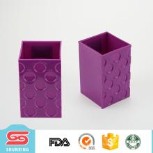 Sostenedor brillante de la pluma del color de la oficina plástica durable vendedora caliente con forma cuadrada