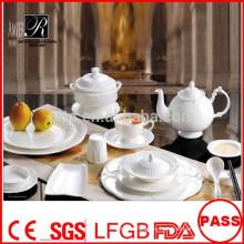 Platos de porcelana blancos duraderos de la venta al por mayor los últimos sistemas de la vajilla del diseño fijan para el restaurante del banquete