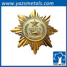 Diseño de la persona de la insignia de oro