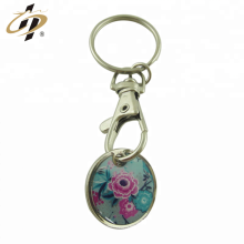 Porte-clés promotionnels en métal argenté avec un logo imprimé