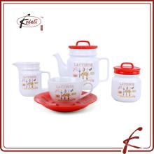 Керамический чайный горшок и кружка кофе