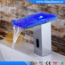 Chute d'eau Sophie automatique LED capteur robinet avec CE approuvé