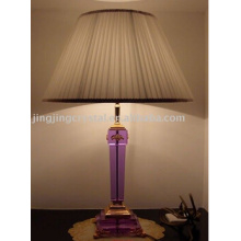 Lampe de bureau en cristal avec design moderne