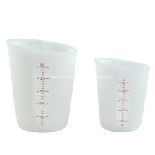 Tasse à mesurer en silicone visible