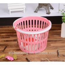 Manija de almacenamiento práctico y económico cesta de plástico con mango