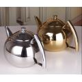 O aço inoxidável superior da venda derrama sobre a chaleira do café e o potenciômetro do chá da água fria