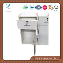 Kleiner weißer Schrank mit Schublade und Stauraum