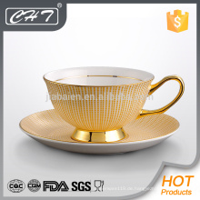 Elegante Goldstreifen verziert Keramik Tasse und Untertasse mit Hand gesetzt