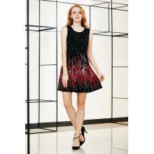 Border Printing Sleeveless Skater Kleid mit Falten Detail am vorderen Ausschnitt