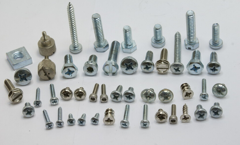 Flange head bolt