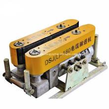 Máquina empujadora de cables adecuada para tendido de cables subterráneos