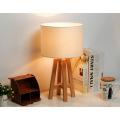 Lámpara de mesa de madera contemporánea