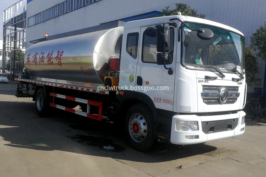 Asphalt Distribution Vehicle