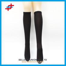 China fabricante de calcetín de encargo, calcetín clásico sólido del tubo del hombre de los hombres, media del tubo para el hombre
