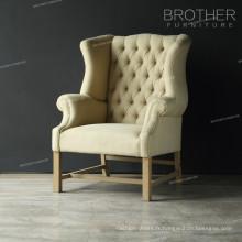 Chaise de salle à manger avec structure en bois et rembourrage