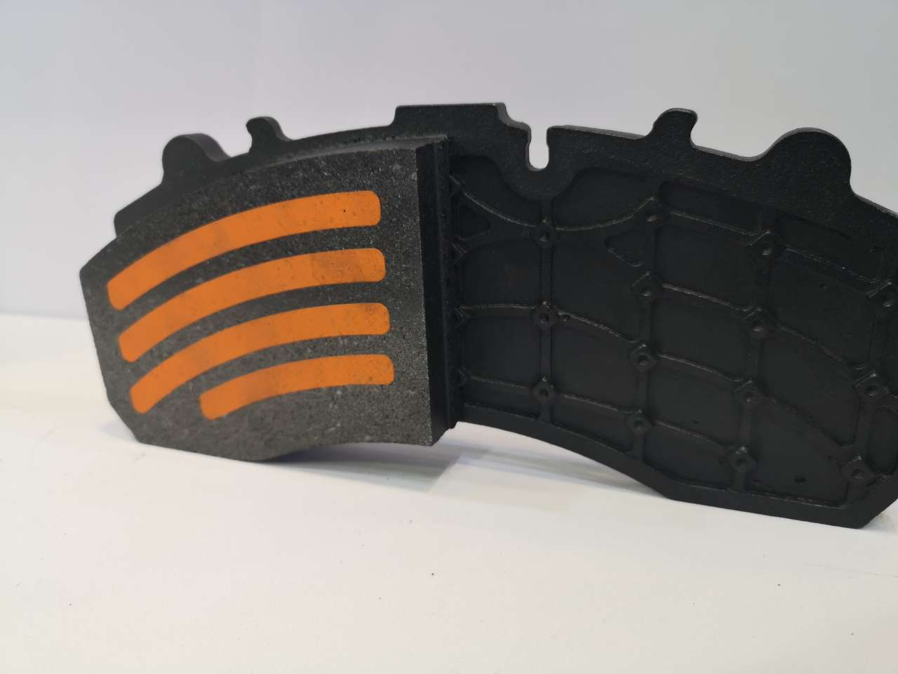 High performance truck brake pad for Scania Actros with mesh back plate brake pad