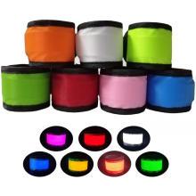 Les bracelets LED Slap brillent dans le noir